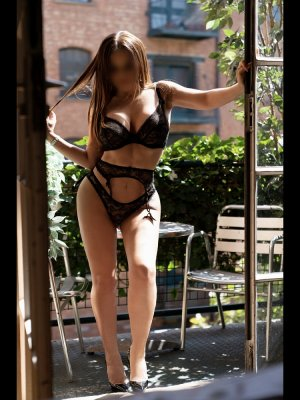Lenais curvy nuru massage in Middleburg